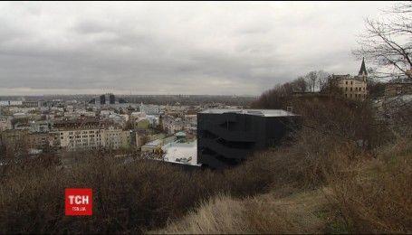 Черный театр: на столичном Андреевском спуске откроют фасад нового здания Театра на Подоле