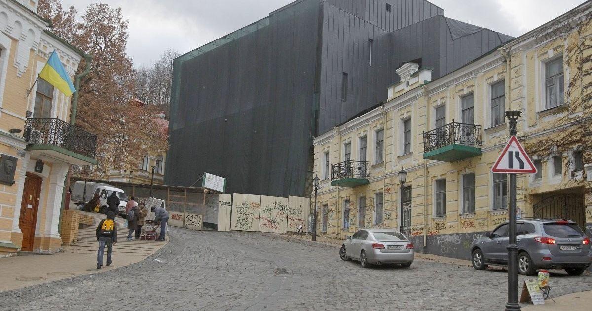 Директор Театра на Подоле расхвалил скандальное здание на Андреевском спуске