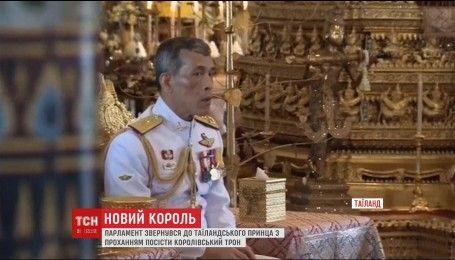 В Таиланде начался процесс передачи трона скандально известному сыну Пумипона Адульядета