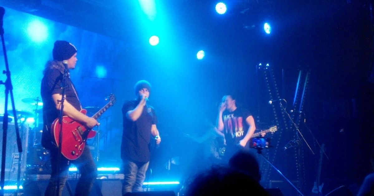 Юбилейный концерт ТНМК: драйвовое исполнение, неожиданные дуэты и премьера новой песни