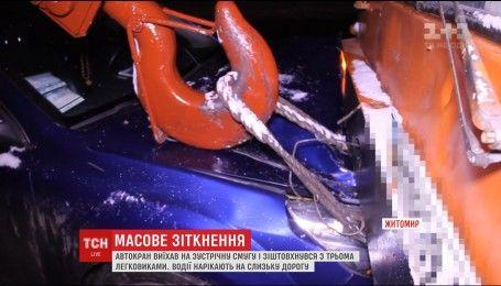 Жахлива ДТП у Житомирі: автокран підім'яв під себе легковик