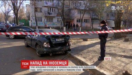 Нападение с стрельбой: в Одессе трое неизвестных ранили иностранца