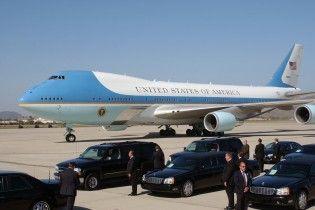 Небезпечний політ: ЗМІ повідомили про зближення невідомого літака із бортом № 1 Трампа