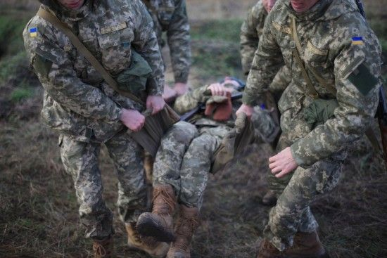 На Донеччині знайшли мертвими двох військових: в одного з бійців вогнепальне поранення в голову - ЗМІ
