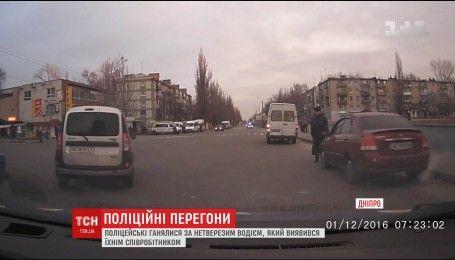 В Днепре пьяный водитель убегал от полиции и разбил служебную машину