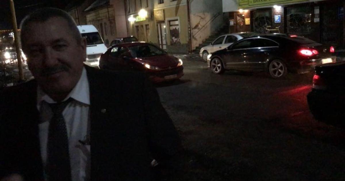 """На місці аварії очевидець """"спіймав"""" Бережанського @ Facebook/Віталій Глагола"""