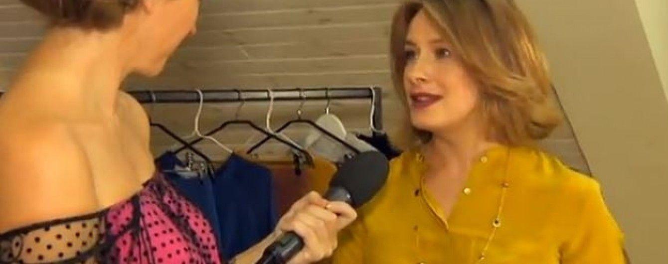 Олена Кравець підкладала подушку, аби прорекламувати свою колекцію для вагітних
