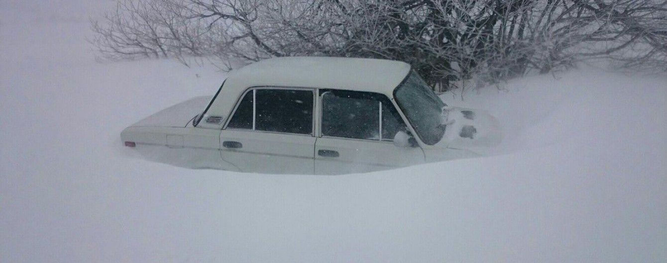 В Крыму на Ай-Петри сошла лавина, накрыла дороги и заблокировала сотни автомобилей