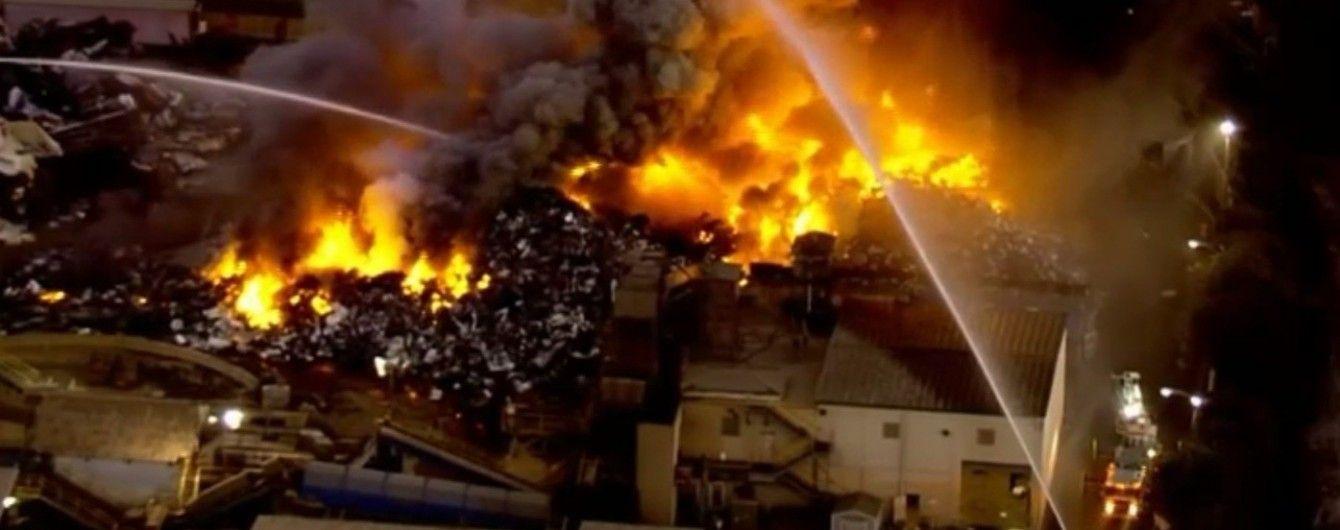 Потужна пожежа: у США горів металургійний завод