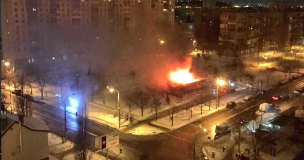 В Киеве вспыхнул пожар в Днепровском районе