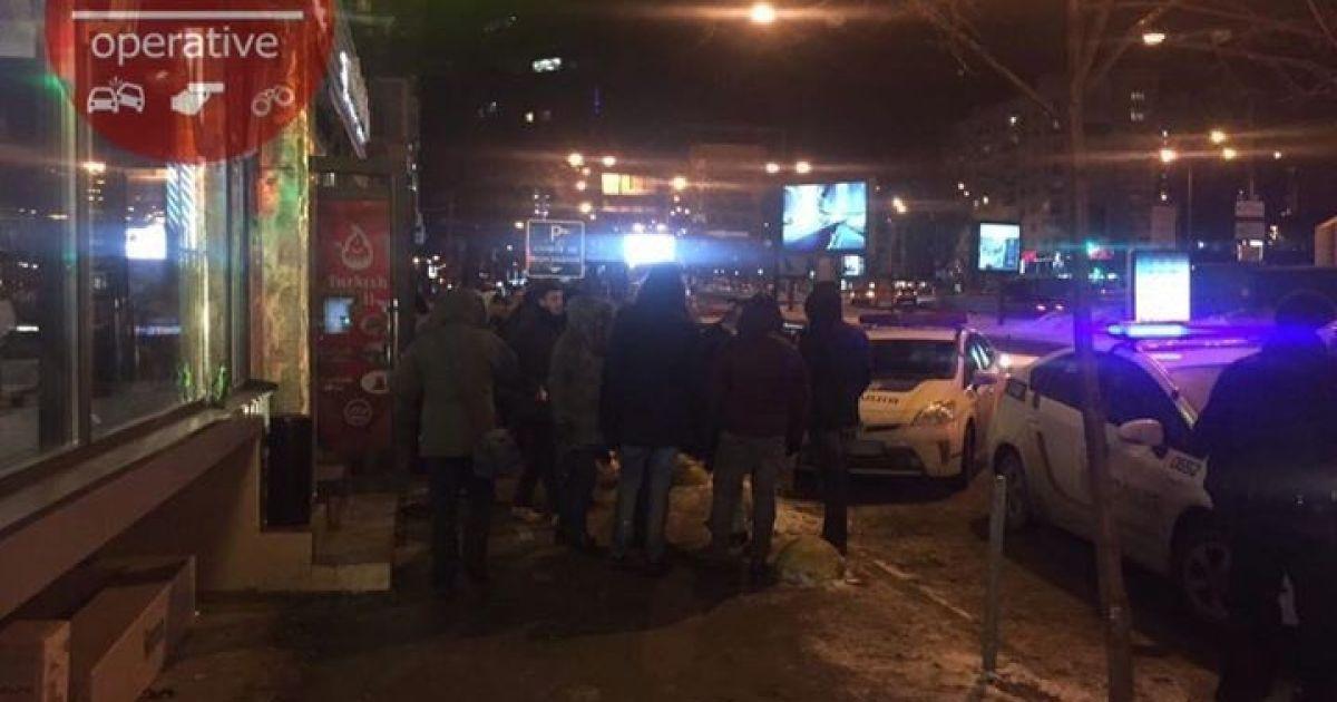 В центре Киева местные футбольные фанаты подрались с турецкими болельщиками - соцсети