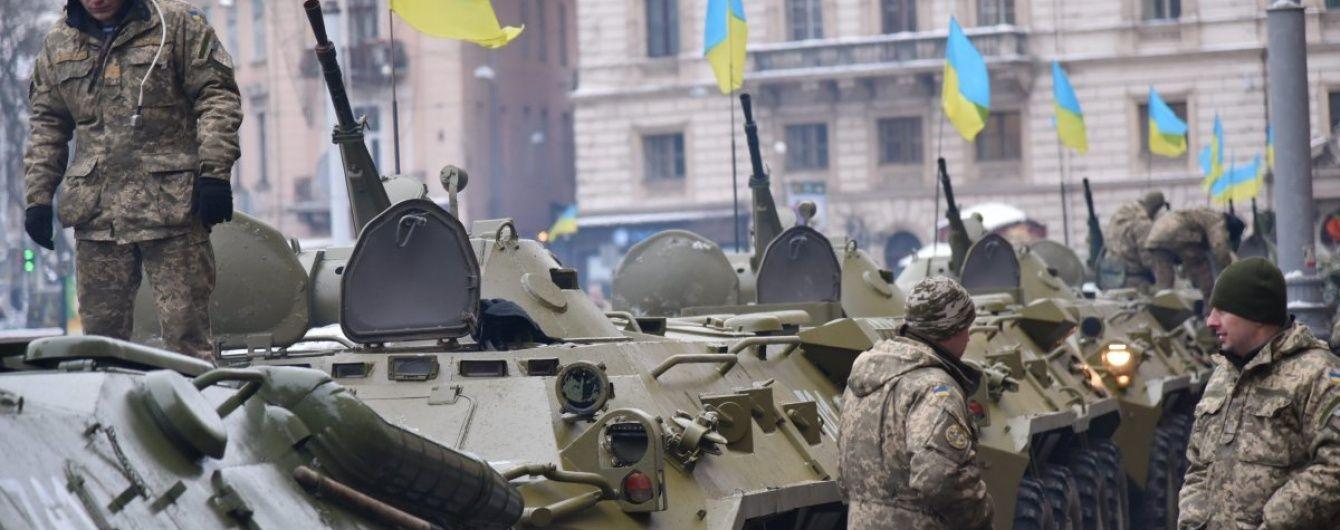 У Львові тисячі військових пройшлися маршем у супроводі військової техніки