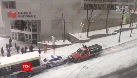 В Монреале произошло ДТП с участием автобуса, машины полиции и авто для уборки снега