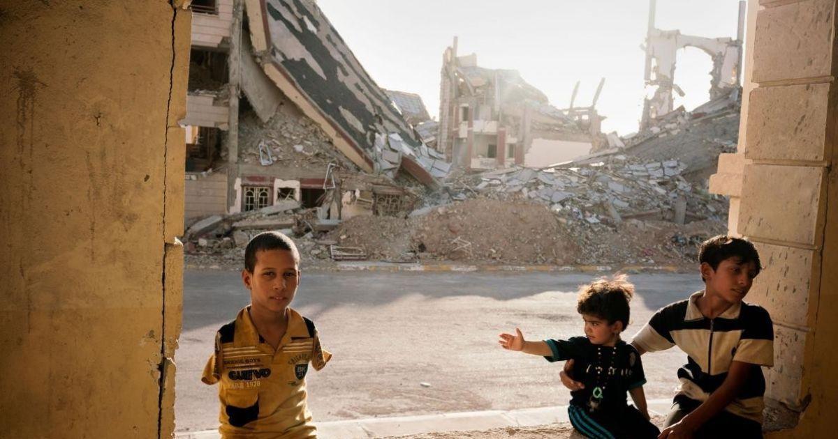 Сім'я біженців живе в розтрощеному іракському місті Рамаді @ national geographic