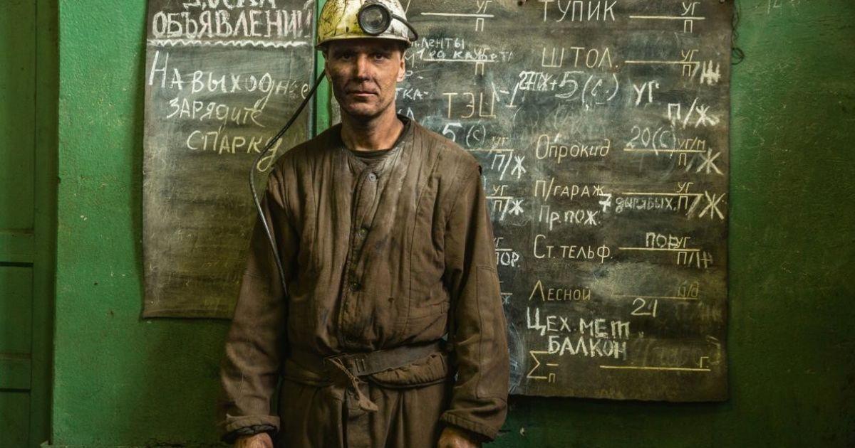 Ігор Воронкін на поверхні вугільної шахти Баренцбург у Норвегії. Як і більшість інших 400 шахтарів, він зі східної України @ national geographic