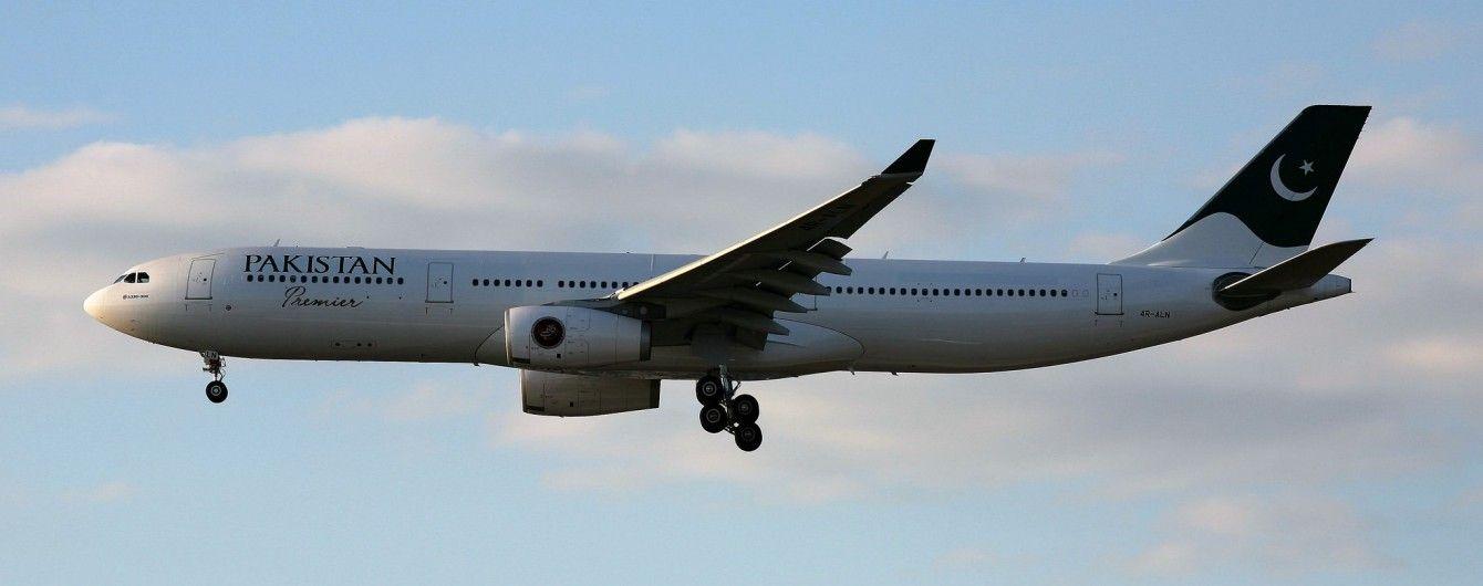 На шляху до Ісламабада зникнув пакистанський літак з десятками пасажирів