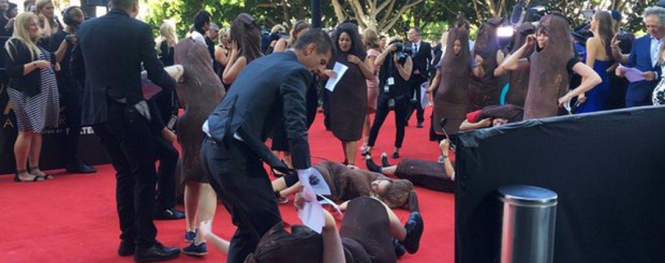 Активістки в костюмах сосисок намагалися зірвати кінопремію в Австралії