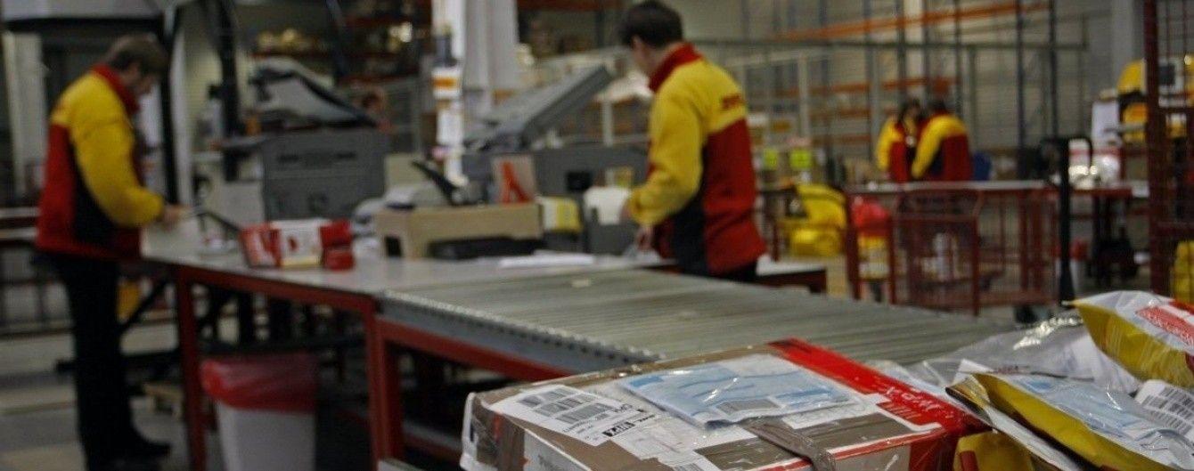 Порошенко підписав закон про зміну правил ввезення міжнародних посилок до України