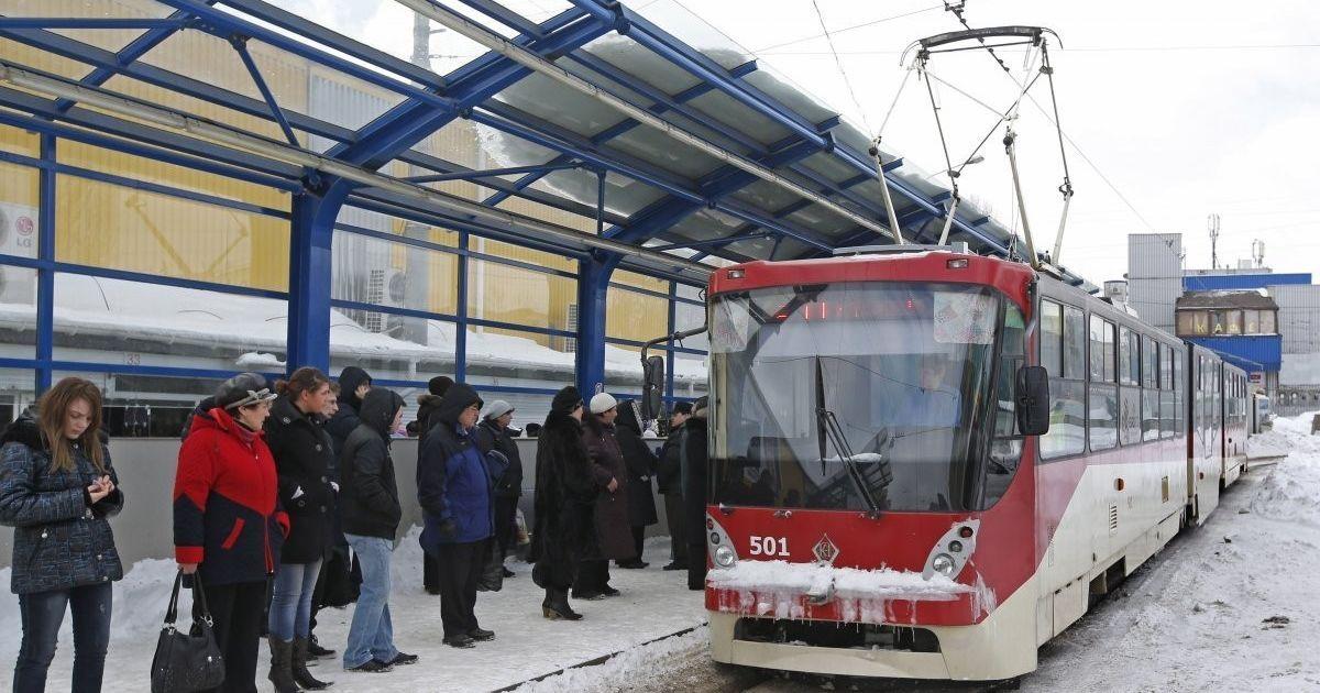 В Киеве неизвестный устроил стрельбу в трамвае и ранил мужчину