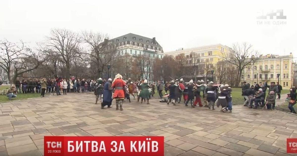 В центре Киева зрелищно реконструировали битву с монголо-татарами XIII века