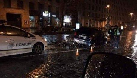 В центре Киева водитель снес мемориал героям Небесной сотни