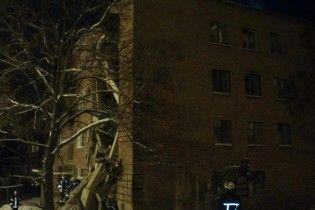 У Чернігові з-під завалів житлового будинку дістали підлітка