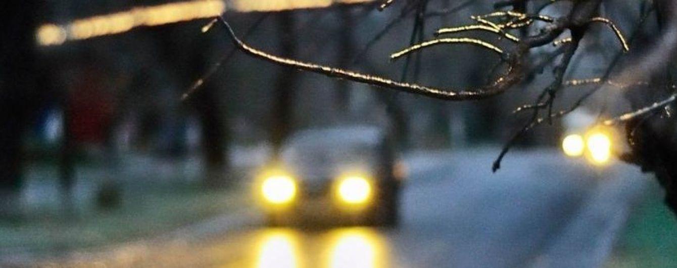 Ожеледь паралізувала дорожній рух у Дніпрі