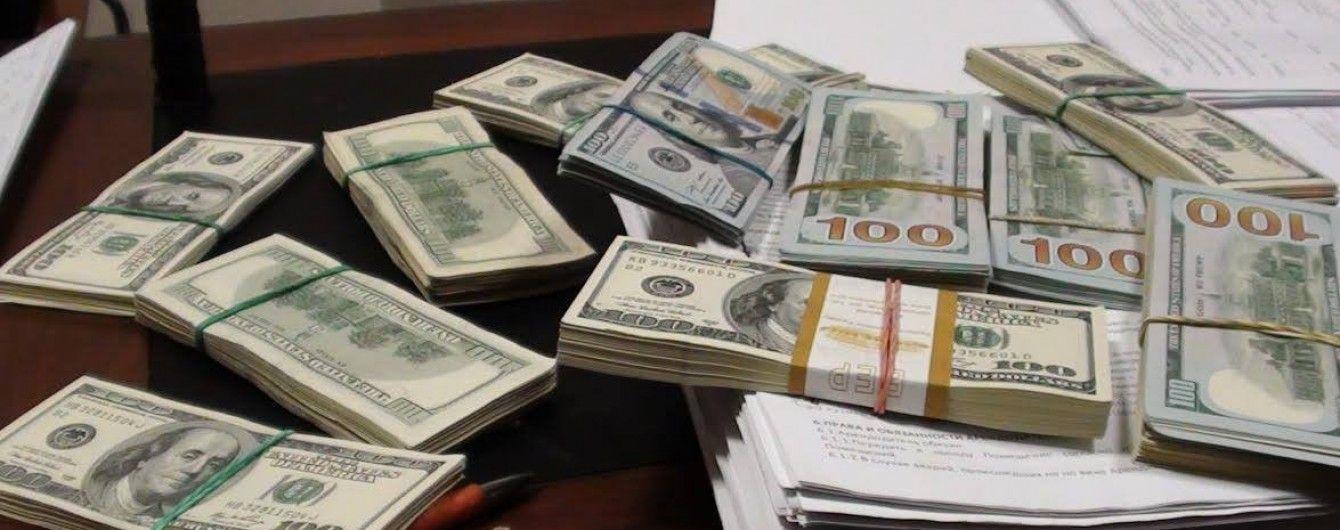Нацбанк залишив офіційні курси валют на рівні суботи. Інфографіка