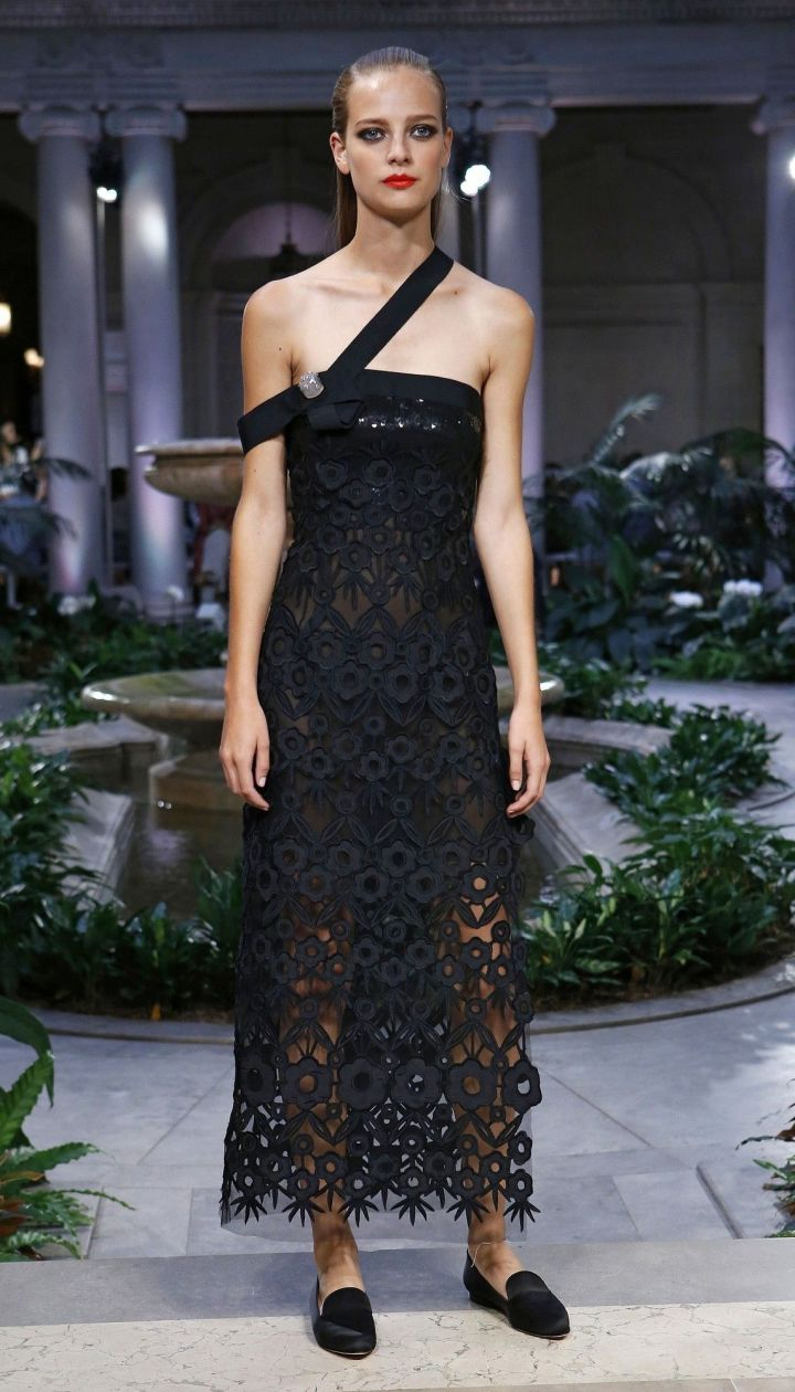Коллекция Carolina Herrera прет-а-порте сезона весна-лето 2017 @ East News