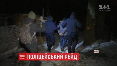 В одном из спальных районов Киева патрульная полиция устроила ночной рейд