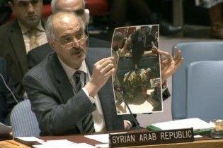 """Посол Сирії показав ООН фейкове фото з """"хорошим"""" ставленням своїх військових до людей в Алеппо"""