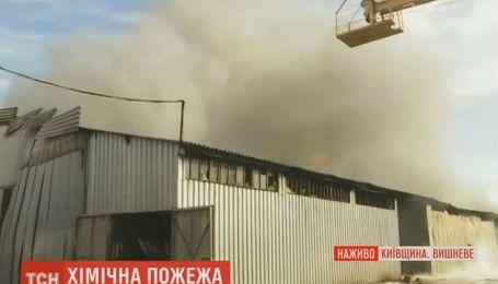 Под Киевом горят склады
