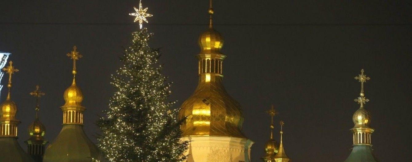 Свято наближається: де і о котрій годині засвітять головні ялинки районів Києва. Інфографіка