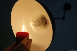 Через негоду в Україні лишаються без електрики більше сотні населених пунктів
