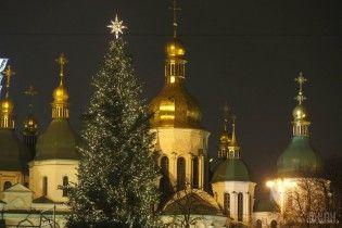 Праздник приближается: где и в котором часу зажгут главные елки районов Киева. Инфографика