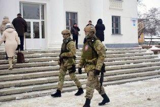 На Донеччині на одній із виборчих дільниць побилися журналісти