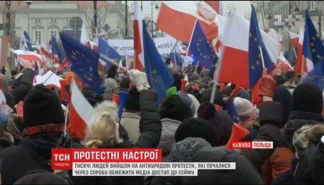 Массовые выступления и блокирование Сейма: Польшу всколыхнула волна протестов против действующей власти