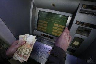 """""""ПриватБанк"""" тимчасово повністю призупинить роботу банкоматів, терміналів та інтернет-розрахунків"""