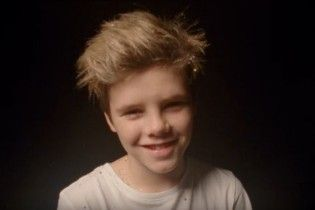 11-річний син Девіда і Вікторії Бекхемів зняв зворушливий різдвяний кліп