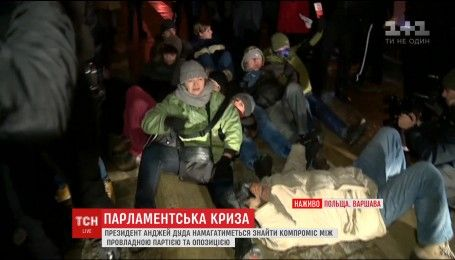 Протесты в Польше: в заблокированный Сейм для разговора пустили журналистов