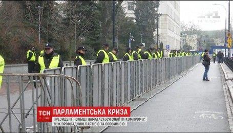 В Варшаве полиция оттеснила протестующих, которые дежурили ночью под Сеймом