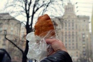 """У столиці вкотре подорожчав відомий  фастфуд """"київська перепічка"""""""