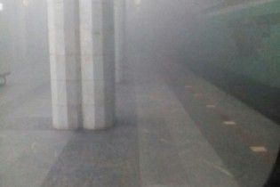 """У Харкові станцію """"Метробудівників"""" затягнуло димом"""