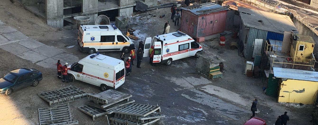 У Києві на будівництві частина крана вбила людину