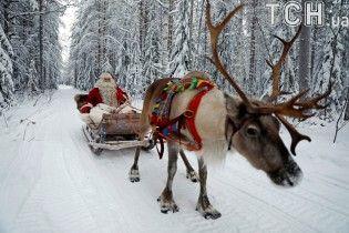 Казковий Санта-Клаус повернувся до різдвяної резиденції, аби приймати дитячі листи з мріями