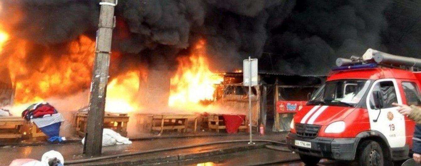 У Києві під час масштабної пожежі на ринку виявили обгоріле тіло