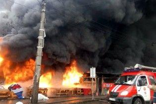 В Киеве во время масштабного пожара на рынке обнаружили обгоревшее тело