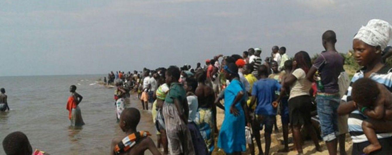 В Уганді потонуло судно із футбольною командою та вболівальниками, 30 загиблих