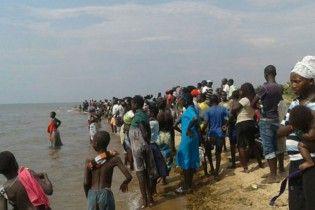 В Уганде затонуло судно с футбольной командой и болельщиками, 30 погибших