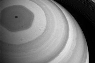NASA показало гігантський шестикутник на Сатурні